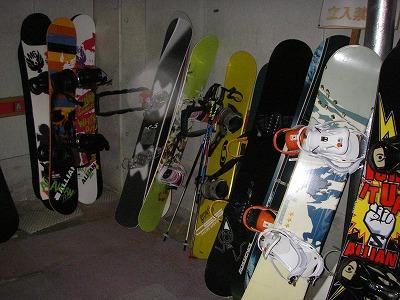 スノーボードがたくさん!たまにはお手入れするように